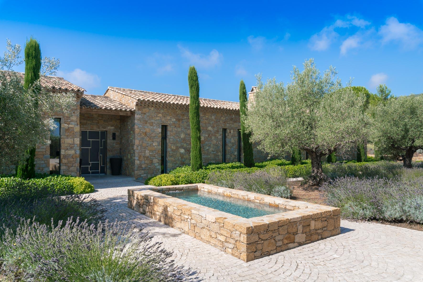 Les Amandiers villa overview image