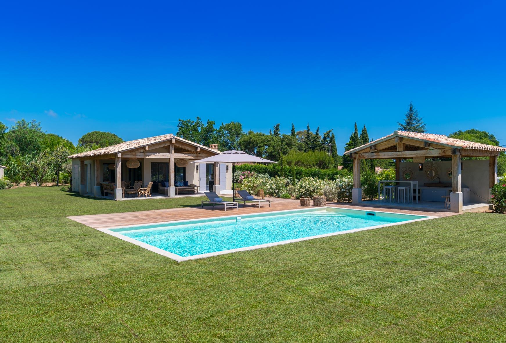 Les Fanaux villa overview image
